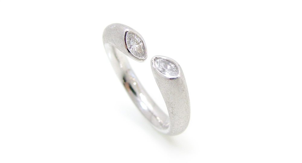 Pt Marquise diamonds ring