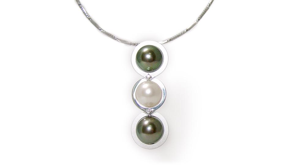 K18WG Pearls Pendant
