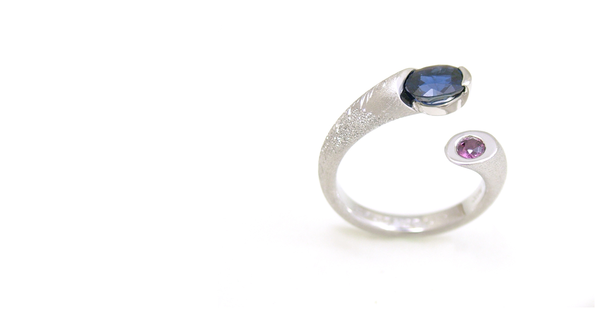 Pt900 Sapphire & Road Light Garnet Ring  With Japanese Engraving) custom order
