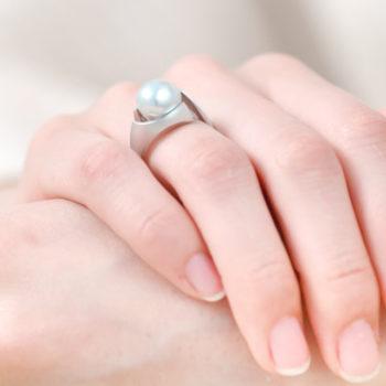 Kōsa[交差] Curve - Blue Gray Deformed Akoya Cultured Pearl Ring SHINKO STUDIO