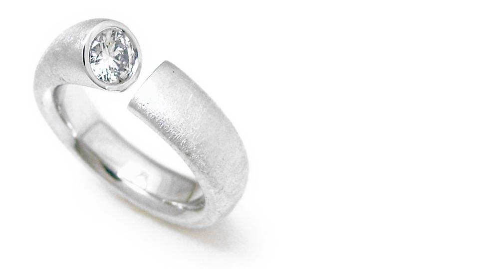 K18WG ダイヤモンドリング カスタム・オーダー・リフォーム シンコーストゥディオ SHINKO STUDIO