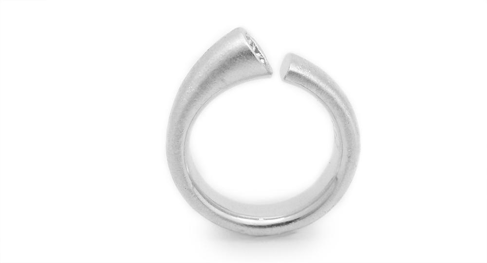 K18WG ダイヤモンドリング ジュエリー リフォーム - モダンでちょっとアート