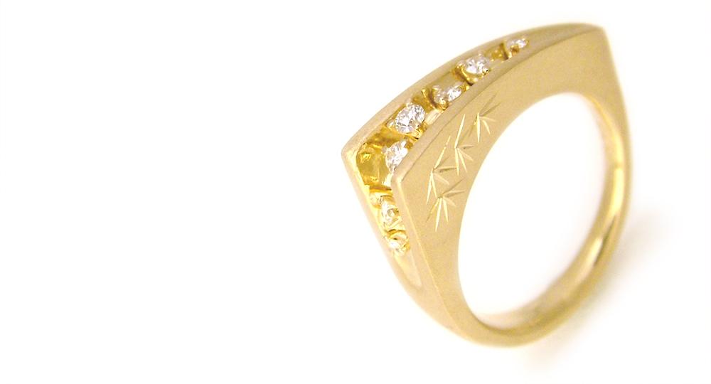 K18 ダイヤモンドリング 側面に 和彫りをプラス